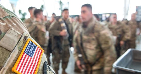 Samolot z grupą blisko 200 amerykańskich żołnierzy wylądował na podszczecińskim lotnisku w Goleniowie. To kolejny transport żołnierzy, którzy będą stacjonowali w Polsce.
