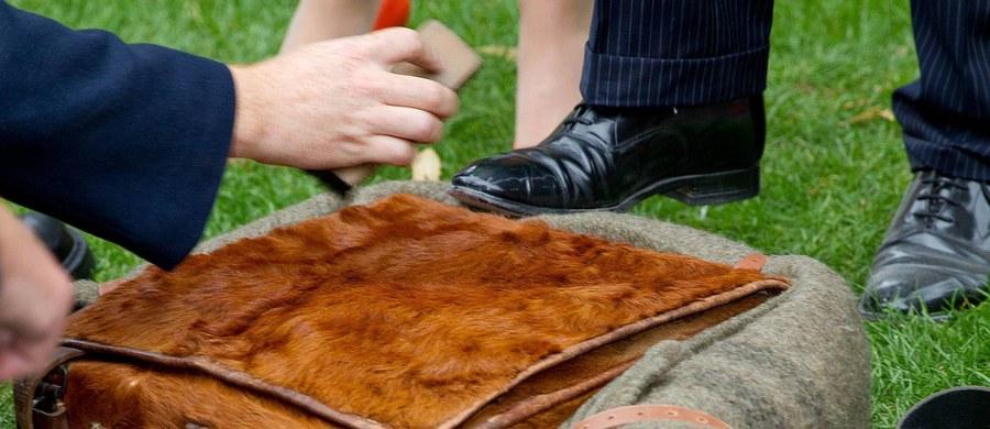 W Palermo na Sycylii jest praca dla dziesięciu pucybutów. Tamtejsze stowarzyszenie rzemiosła ogłosiło, że w mieście, w którym nie ma już ani jednego czyściciela butów, chce stworzyć ich spółdzielnię świadczącą takie usługi w dziesięciu punktach w centrum.