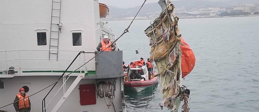 Zidentyfikowano już 70 ciał ofiar katastrofy należącego do rosyjskiej armii TU-154. Samolot 25 grudnia runął do Morza Czarnego tuż po starcie z Soczi. Na pokładzie lecącego do Syrii samolotu były 92 osoby - w tym 64 artystów Chóru Aleksandrowa. Wszyscy obecni na pokładzie zginęli.