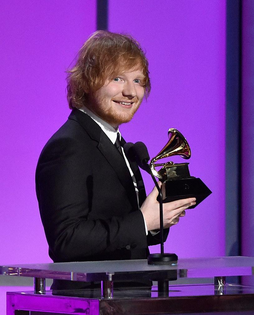 Ed Sheeran stanął w obronie Mariah Carey, którą mocno skrytykowano po jej sylwestrowej wpadce.