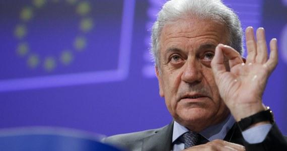Fałszywy jest powód odwołania przez unijnego komisarza ds. migracji wizyty w Warszawie, jaki podała dzisiaj rzeczniczka Komisji Europejskiej Natasha Bertaud - ustaliła to na podstawie wewnętrznych dokumentów Parlamentu Europejskiego korespondentka RMF FM Katarzyna Szymańska-Borginon. Rzeczniczka KE próbowała zdementować informacje naszej dziennikarki, która ujawniła w czwartek, że Dimitris Awramopulos odwołał zaplanowaną na 18 i 19 stycznia wizytę w Warszawie z powodu sporu z polskimi władzami wokół Frontexu. Korespondentka RMF FM informowała również, że UE jest gotowa odebrać Polsce siedzibę tej agencji i że groźba jest realna.