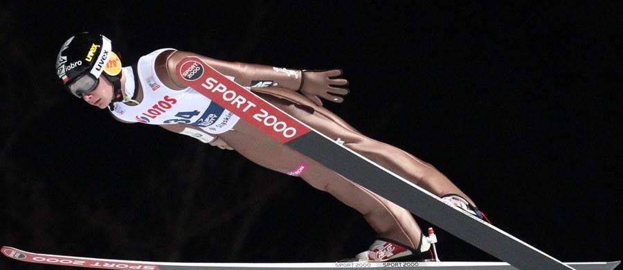 Siedmiu polskich skoczków narciarskich wystartuje w konkursie Pucharu Świata w Wiśle. Kibice wykupili wszystkie bilety i liczą na dobry występ gospodarzy, a szczególnie zwycięzcy niedawnego Turnieju Czterech Skoczni Kamila Stocha.