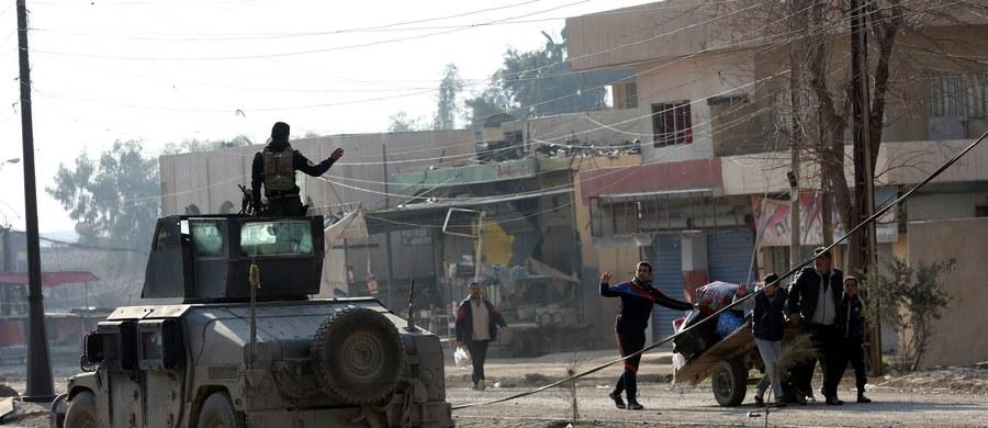 Irackie siły specjalne kontynuują walki z dżihadystami z Państwa Islamskiego na obszarze kampusu uniwersyteckiego w Mosulu - poinformował przedstawiciel oddziałów antyterrorystycznych uczestniczący w działaniach zbrojnych.