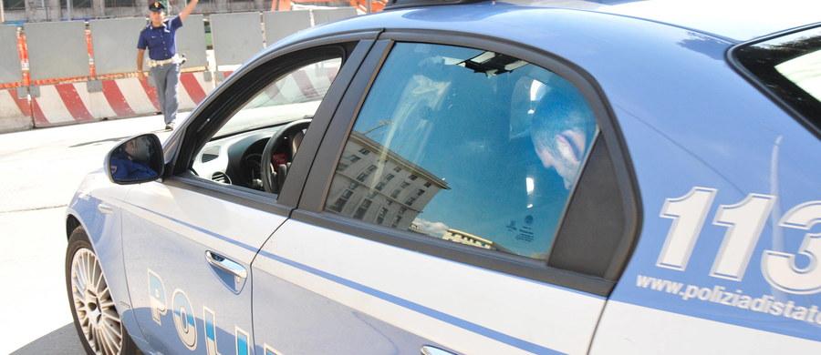 """39-letni Polak mieszkający w Cassino we Włoszech został wzięty za złodzieja i dotkliwie pobity przez trzech młodych ludzi, którzy z własnej inicjatywy patrolowali okolicę w związku z przypadkami kradzieży - podały media. Pobity został zabrany na komisariat, gdzie spędził noc jako podejrzany. Szczegóły zdarzenia przedstawił portal """"Il punto a Mezzogiorno"""", informujący o życiu południa Włoch."""