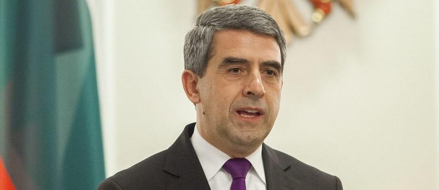 Ustępujący bułgarski prezydent Rosen Plewnelijew przestrzegł swojego następcę Rumenda Radewa przez uznaniem aneksji Krymu przez Rosję. Przyszły szef państwa wielokrotnie mówił, że trzeba się liczyć z tym, iż Krym jest już rosyjskim terytorium.