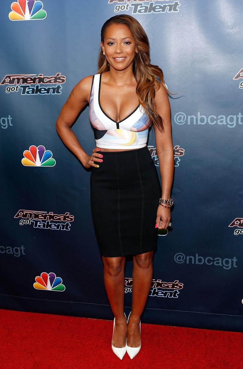 Była wokalistka Spice Girls nie była zachwycona sylwestrowym występem Mariah Carey. Mel B stwierdziła jednak, że to właśnie diwa powinna postawić na większy profesjonalizm.