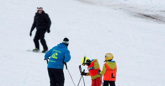 W pięciu województwach zaczęły się ferie zimowe. W pozostałych rozpoczną się one za tydzień, dwa tygodnie lub za cztery. Dwutygodniowa przerwa w zajęciach, w zależności od województwa, nastąpi między 14 stycznia a 26 lutego.