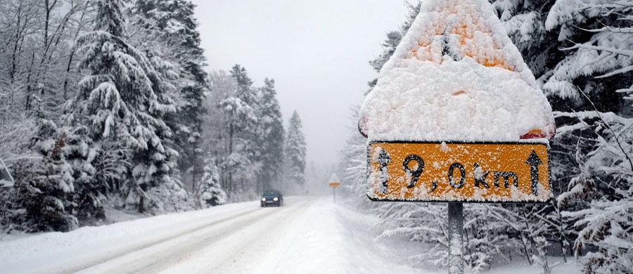 Trudne warunki drogowe w północnej Polsce. Padający gęsty śnieg spowolnił ruch m.in. na obwodnicy Trójmiasta.