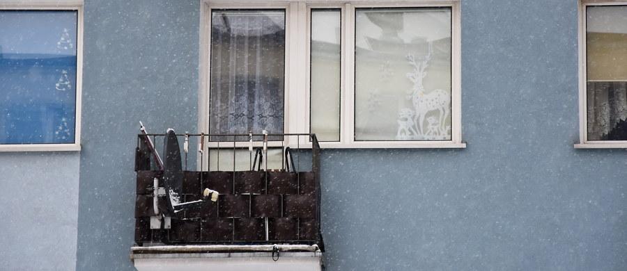 We wtorek w Gdańsku zostanie przeprowadzona sekcja zwłok dwóch noworodków znalezionych w zeszły czwartek na balkonie jednego z mieszkań przy ulicy Grunwaldzkiej w Iławie w woj. warmińsko-mazurskim. Sprawą makabrycznego odkrycia zajmuje się Prokuratura Rejonowa w Iławie, ale jak ustalił nasz reporter śledztwo ma trafić do okręgówki w Elblągu. Wstępnie zakwalifikowano je jako dzieciobójstwo.