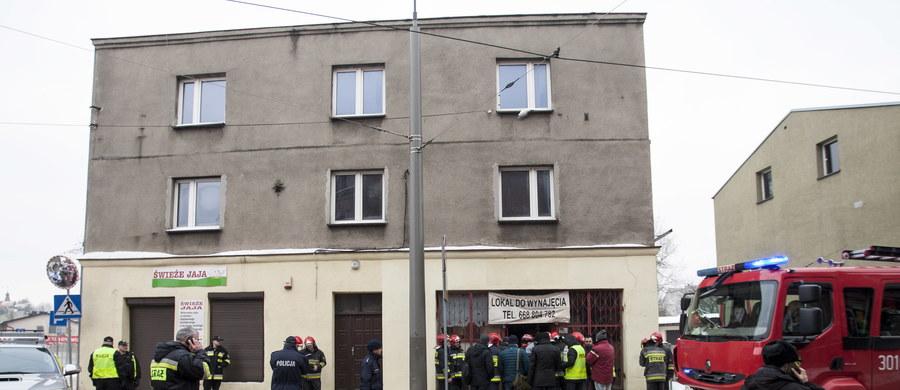 Szczęśliwy finał akcji strażaków w Katowicach-Szopienicach. W kamienicy przy ul. Obrońców Westerplatte zawalił się strop. Przez kilkadziesiąt minut cztery osoby były uwiezione pod gruzami.