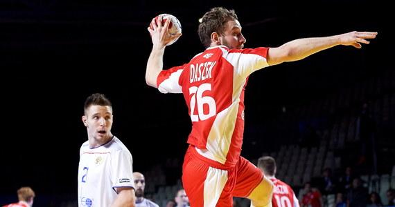Polska przegrała w Nantes z Rosją 20:24 (9:13) w swoim trzecim meczu grupy A mistrzostw świata piłkarzy ręcznych. To trzecia porażka biało-czerwonych, którzy stracili szanse na awans do 1/8 finału. Zespół Tałanta Dujszebajewa wcześniej uległ Norwegii 20:22 i Brazylii 24:28.