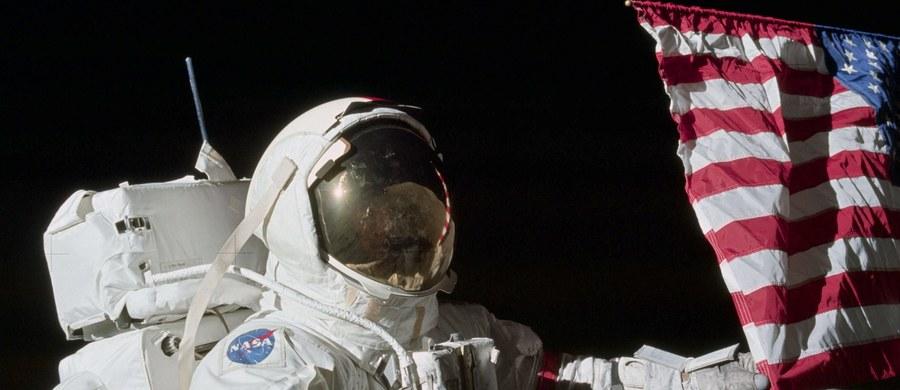 Nie żyje amerykański astronauta Eugene Cernan, który wraz z naukowcem-geologiem Harrisonem Schmittem uczestniczył w grudniu 1972 roku w ostatnim jak dotąd załogowym lądowaniu na Księżycu w ramach misji Apollo-17. Zmarł w wieku 82 lat - podała NASA.