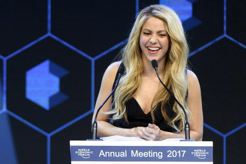 W Davos (Szwajcaria) rozpoczęło się Światowe Forum Ekonomiczne, na którym spotykają się przywódcy polityczni z całego świata, prezesi wielkich korporacji i intelektualiści. Za swoją działalność charytatywną specjalną nagrodę Crystal Award odebrała Shakira, ambasadorka UNICEF, oenzetowskiej organizacji działającej na rzecz dzieci.