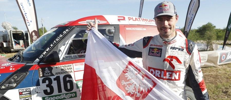 """Nasz kierowca spełnił obietnicę daną przed wylotem do Ameryki Południowej – tegoroczny Dakar ukończył w pierwszej """"10"""". Polak był siódmy, ale już się zastanawia nad tym, co zrobić, aby w przyszły roku być jeszcze szybszym."""