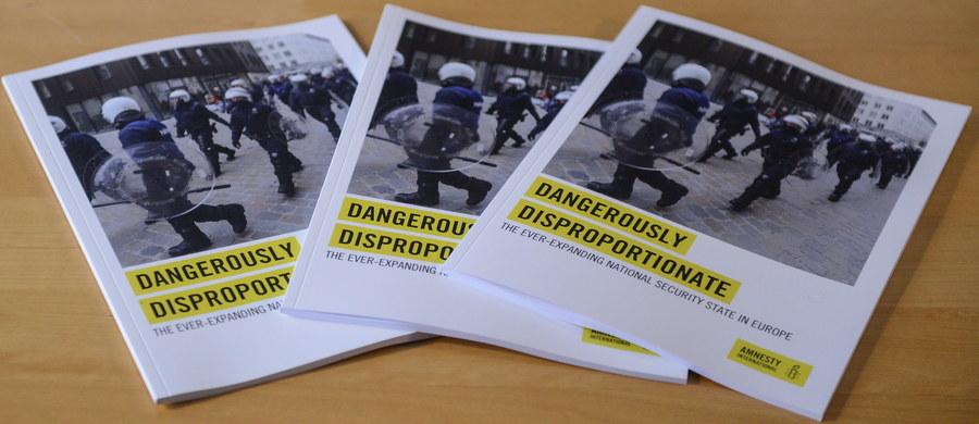 Ustawa o działaniach antyterrorystycznych jest nieprecyzyjna, ogranicza podstawowe prawa i wolności obywatelskie - oceniła Amnesty International, która we wtorek przedstawiła raport o regulacjach antyterrorystycznych w 14 państwach UE, w tym w Polsce.