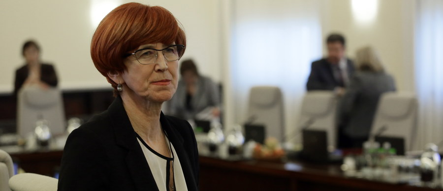 """""""Komisja kodyfikacyjna prawa pracy powinna zająć się kwestią odbierania służbowych telefonów oraz poczty elektronicznej po pracy"""" - powiedziała we wtorek minister Rodziny, Pracy i Polityki Społecznej Elżbieta Rafalska."""