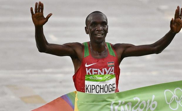 Mistrz olimpijski w maratonie Kenijczyk Eliud Kipchoge przygotowuje się w swojej ojczyźnie do próby pobicia rekordu świata w tej konkurencji. Podejmie ją w maju i chce był pierwszym zawodnikiem, który dystans 42 km 195 m pokona w czasie poniżej dwóch godzin.