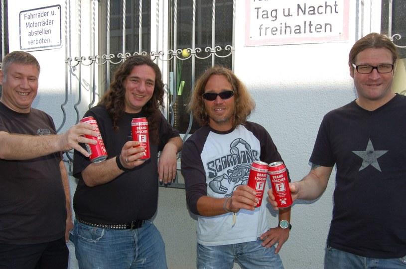 """Obowiązkowo podchmieleni thrashmetalowcy z niemieckiego Tankard warzą właśnie nowy album """"One Foot In The Grave""""."""