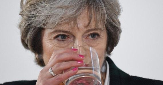 Brexit – karty zostały rozdane. Przedstawiając strategię rządu przed rozpoczęciem procedury rozwodowej, premier Theresa May nie pozostawiła Brukseli żadnych złudzeń. Wielka Brytania opuści Unię Europejską, wyjdzie ze wspólnego rynku i spod jurysdykcji Europejskiego Trybunału Sprawiedliwości. Odrzuci też unię celną w obecnej postaci. To plan ambitny. Wciąż jednak nie wiadomo, czy Londyn rozpoczął właśnie partię brydża, czy pełną blefów rozgrywkę w pokera. To – jak szepcze ulica – wyjdzie w praniu.