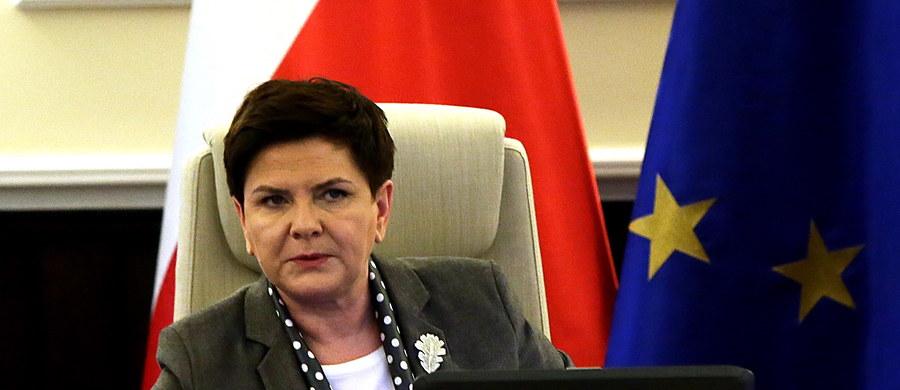 Szefowe rządów: Polski Beata Szydło i Wielkiej Brytanii Theresa May podczas rozmowy telefonicznej zgodziły się, że kwestia gwarancji praw obywateli 27 krajów członkowskich UE mieszkających na Wyspach powinna zostać załatwiona możliwie szybko - poinformował wiceszef MSZ Konrad Szymański.