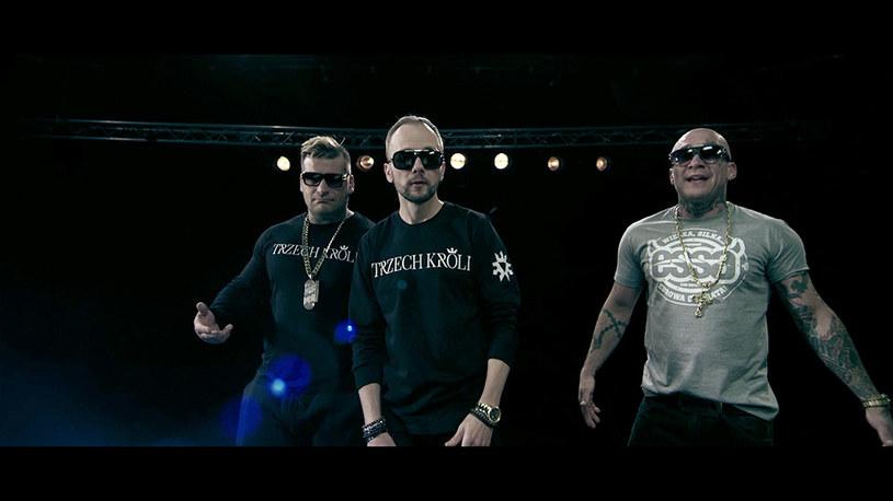 """Do sieci trafił pierwszy klip tria Popek, Sobota i Matheo, który promuje album """"Trzech króli"""". Jego premiera przewidziana jest na 24 marca."""
