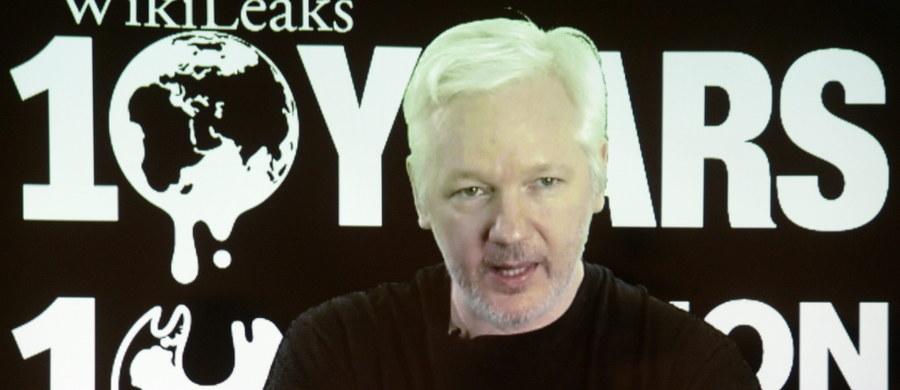 Założyciel demaskatorskiego portalu WikiLeaks Julian Assange jest gotowy udać się do Stanów Zjednoczonych, gdzie grozi mu odpowiedzialność za ujawnienie tajnych materiałów, pod warunkiem zagwarantowania mu jego praw - poinformował w środę portal.