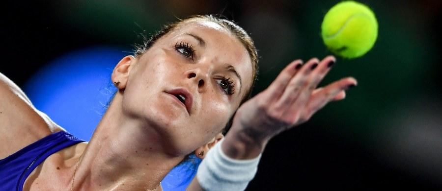 Agnieszka Radwańska nie powtórzy zeszłorocznego sukcesu w Australian Open. W poprzednim sezonie w Melbourne doszła do półfinału. Tym razem już w drugiej rundzie nie poradziła sobie z Chorwatką Mirjaną Lucić-Baroni. Polka przegrała 3:6, 2:6.