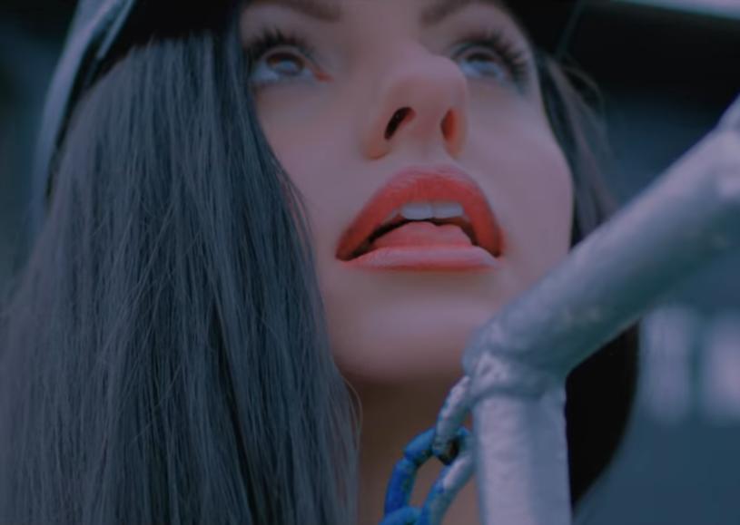 """Rumuńska gwiazda sceny dance Alexandra Stan prezentuje najnowszy teledysk """"9 Lives"""". Klip ma już prawie 350 tys. odsłon."""