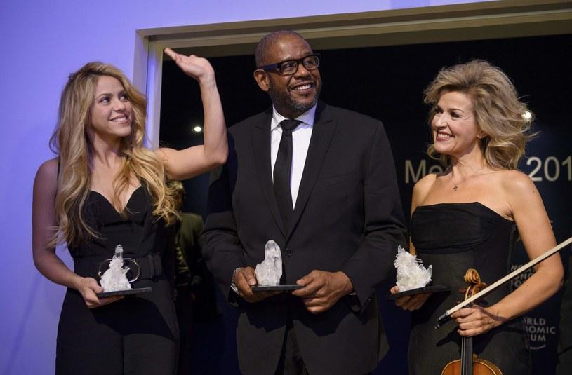 Wśród uczestników 47. Światowego Forum Ekonomicznego w Davos są też znani celebryci, m.in. amerykańscy aktorzy Forest Whitaker i Matt Damon. Do szwajcarskiego kurortu przyjechali również George i Amal Clooneyowie oraz kolumbijska piosenkarka Shakira.