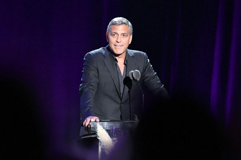 """George Clooney oddał hołd zmarłemu kuzynowi - aktorowi Miguelowi Ferrerowi (""""RoboCop"""", """"Miasteczko Twin Peaks"""", """"NCIS: Los Angeles""""), który zmarł w czwartek, 19 lutego po długiej walce z rakiem."""