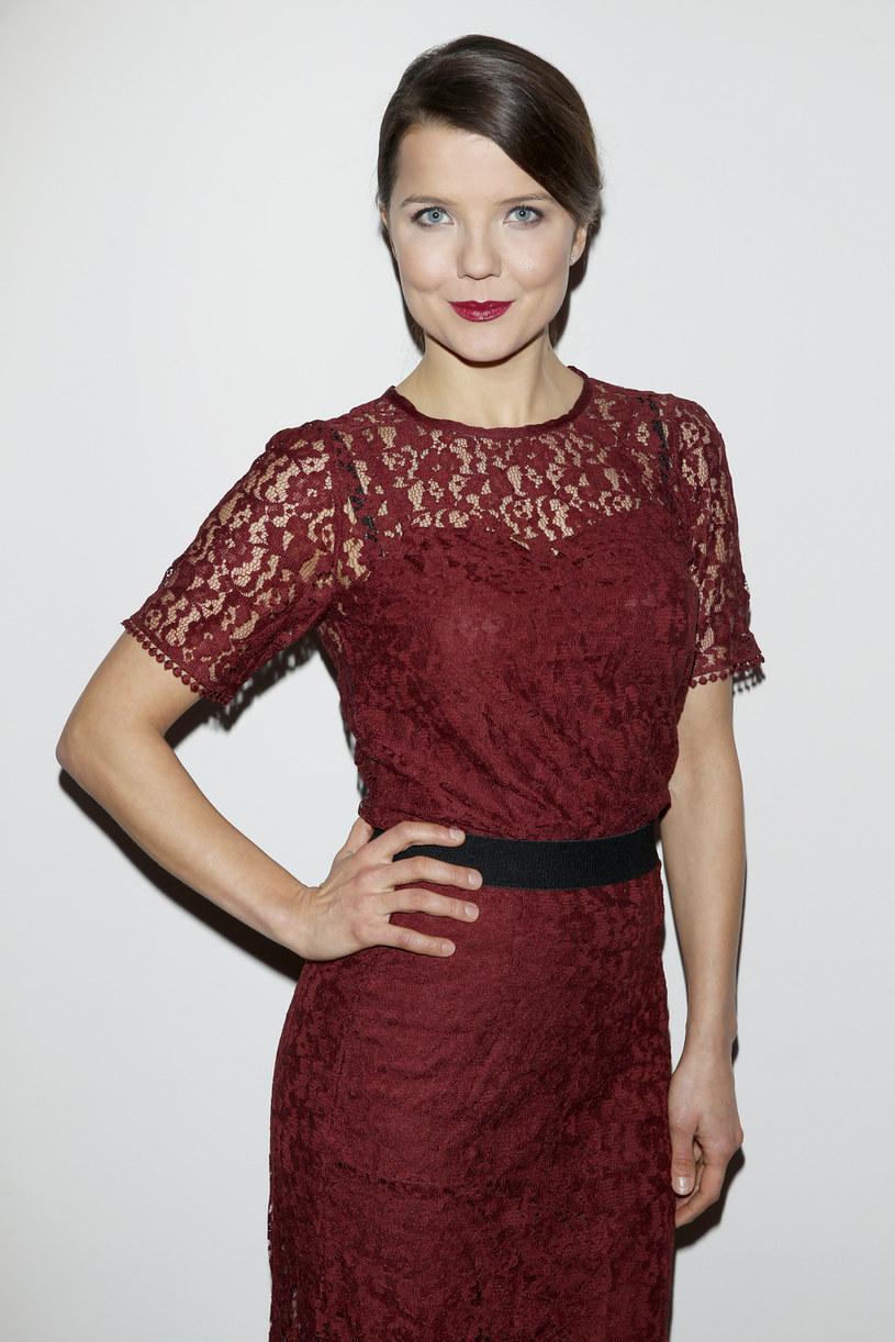 """Choć znana z serialu """"Na Wspólnej"""" Joanna Jabłczyńska nie chodzi na castingi, przyznaje, że gdyby dostała propozycję ambitnej roli, chętnie by się jej podjęła. """"Lubię wyzwania, dlatego trudnej roli bym nie odmówiła"""" - przekonuje aktorka."""