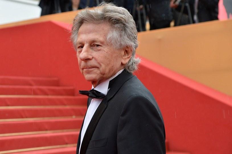 Decyzja francuskiej Akademii Sztuki i Techniki Filmowej, powierzająca Romanowi Polańskiemu przewodniczenie gali wręczania Cezarów, wywołała protesty, zwłaszcza ze strony feministek, z uwagi na dawne oskarżenie reżysera o gwałt.