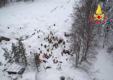 Akcja ratownicza we Włoszech: Konstrukcja budynku uchroniła go przed zawaleniem