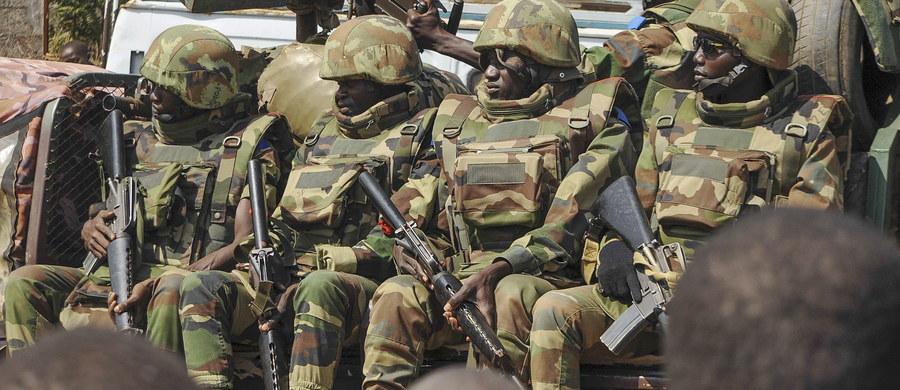 Były prezydent Gambii Yahya Jammeh, którego kadencja wygasła w środę, udał się na emigrację po 22 latach sprawowania władzy. Samolot, na pokładzie którego znajduje się Jammeh i prezydent Gwinei Alpha Conde, wyleciał z Bandżulu o 22.20 naszego czasu.