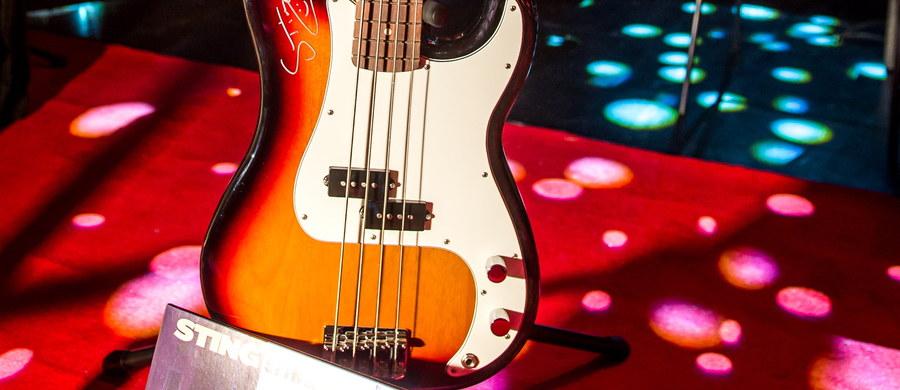 Gitara Stinga została wylicytowana za 15 tysięcy złotych podczas VII Marszałkowskiego Balu Dobroczynnego w Toruniu. Dochód z imprezy trafi do 5 instytucji pomagającym ubogim i niepełnosprawnym. W poprzednich latach zebrano ponad 800 tysięcy złotych.