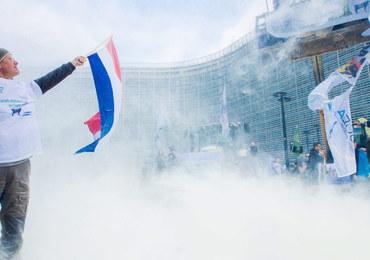Bruksela zasypana mlekiem w proszku. Nietypowy protest rolników