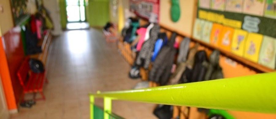"""Niepubliczne gimnazja pod presją kuratorów. """"Od 11 stycznia jest chaos, szum komunikacyjny"""" - mówi RMF FM prezes Społecznego Towarzystwa Oświatowego. Chodzi o naciski kuratorów na gimnazja prowadzone przez stowarzyszenia, by te do końca stycznia podjęły decyzję o przekształceniu w czteroletnie licea albo w ośmioletnie szkoły podstawowe."""