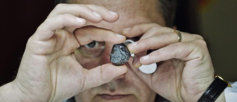 W Holandii po 12 latach od spektakularnego rabunku diamentów wartych 72 miliony euro, policja bliska jest wykrycia sprawców. Trwają przesłuchania 7 osób, aresztowanych w ostatnią sobotę.