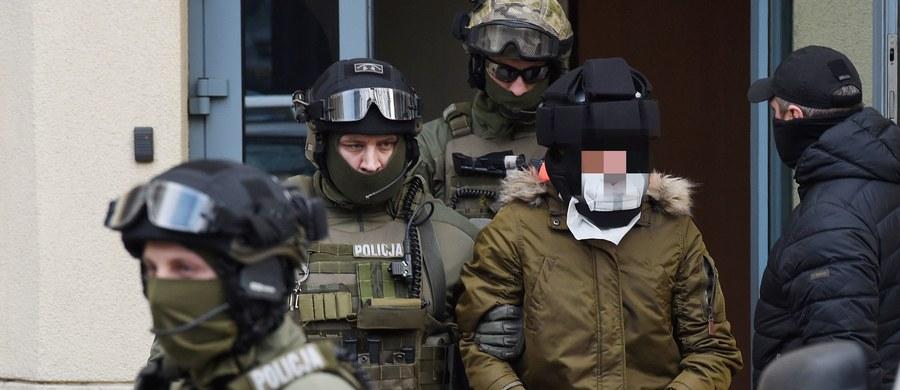 Kajetan P. został ponownie zbadany przez biegłych psychiatrów - dowiedział się reporter RMF FM. Mężczyzna, podejrzany o brutalne zamordowanie kobiety w Warszawie, od ponad miesiąca przebywa w areszcie w Poznaniu.
