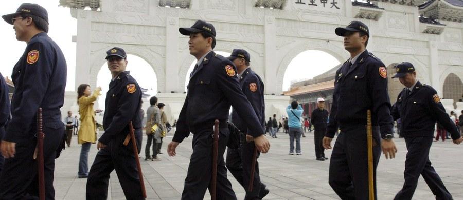 Przedstawicielstwa Chin i Tajwanu domagają się od rządu w Madrycie wydania ponad 200 obywateli Tajwanu, którzy z terytorium Hiszpanii realizowali fałszywe połączenia telefoniczne. W efekcie procederu oszukano ponad tysiąc obywateli Chińskiej Republiki Ludowej.