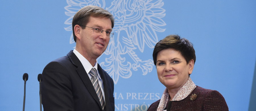 Unia Europejska powinna bardziej pochylić się nad problemem masowej migracji działając efektywnie w państwach, w których rodzą się problemy i powstrzymując migrację na swoich zewnętrznych granicach - zgodzili się premierzy Polski Beata Szydło i Słowenii Miro Cerar.