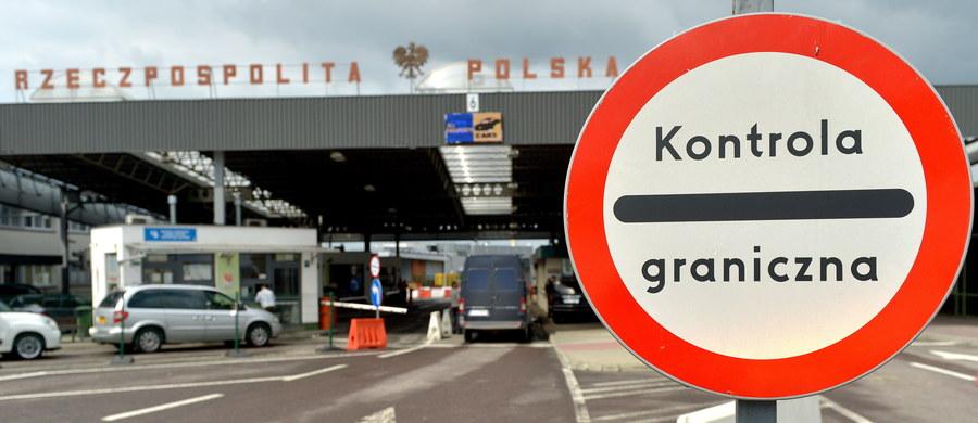 """Szykuje się rewolucja na granicy. Jak ustaliła """"Rzeczpospolita"""", wnioski o azyl składane przez cudzoziemców na granicy mają być rozpatrywane w trybie ekspresowym, bez wpuszczania do Polski."""
