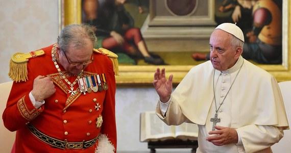 Na prośbę papieża na jego ręce złożył dymisję Wielki Mistrz Zakonu Kawalerów Maltańskich Matthew Festing. Powodem jest kryzys w relacjach z Watykanem - poinformowały media. Rezygnacja ta - jak dodają - to rezultat wtorkowego spotkania Franciszka z Festingiem.