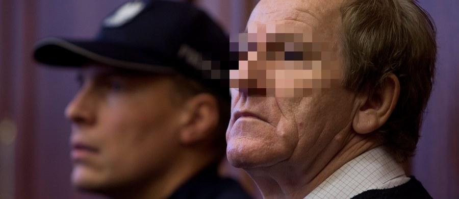 1,5 roku pozbawienia wolności w zawieszeniu na pięć lat - taki wyrok w procesie odwoławczym usłyszał dziś Ryszard F. - pseudonim Fryzjer. Sąd Okręgowy we Wrocławiu skazał go za ustawianie wyników meczów piłkarskich z udziałem Piasta Gliwice w 2004 r. Wyrok jest prawomocny.