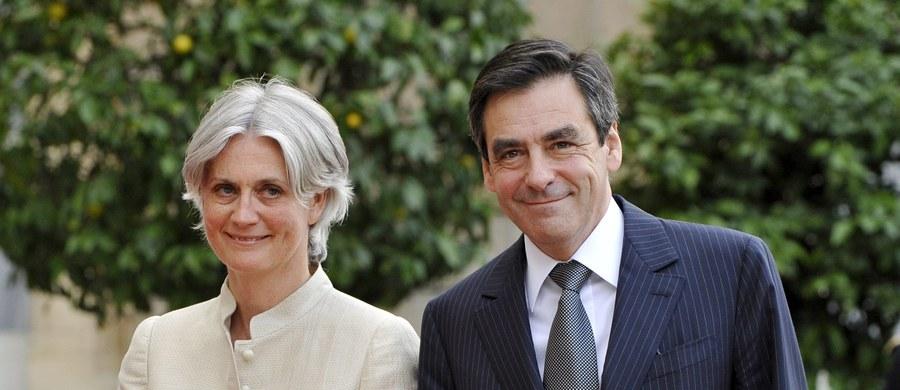 """Prokuratura ds. finansów wszczęła śledztwo w sprawie doniesień satyrycznego tygodnika """"Le Canard Enchaine"""", że żona kandydata prawicy na prezydenta Francji Francois Fillona była przez lata wynagradza z funduszy parlamentarnych za fikcyjną pracę."""