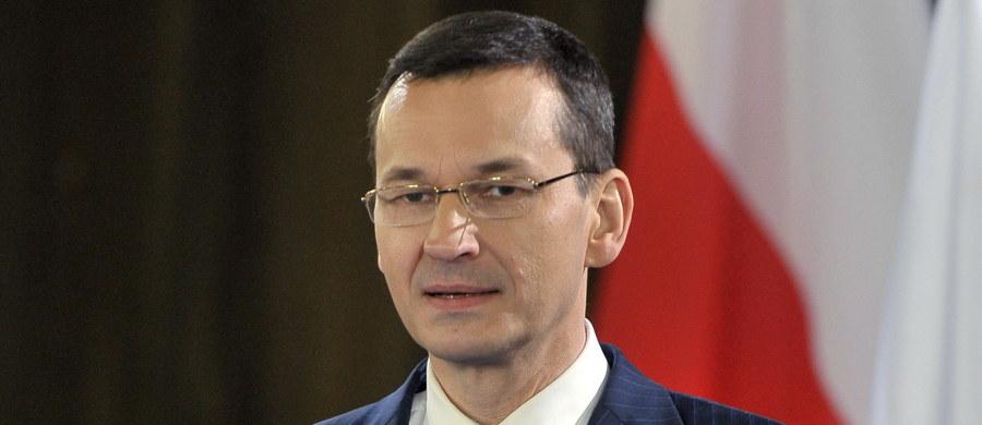 """""""Chcemy ograniczać różnego rodzaju oszustwa podatkowe, które dotykają i państwo niemieckie, i Polskę"""" - powiedział dziennikarzom wicepremier, minister rozwoju i finansów Mateusz Morawiecki po spotkaniu ministrów finansów G20 w Wiesbaden. Dodał, że zależy mu na ograniczeniu rajów podatkowych i ucieczek do nich różnych firm."""