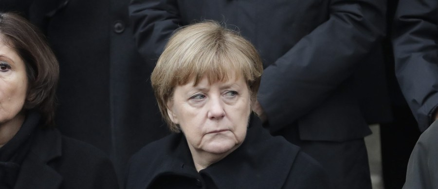 Wicekanclerz Niemiec Sigmar Gabriel ostro skrytykował kanclerz Angelę Merkel, zarzucając jej naiwność i pychę w podejściu do kryzysu migracyjnego.