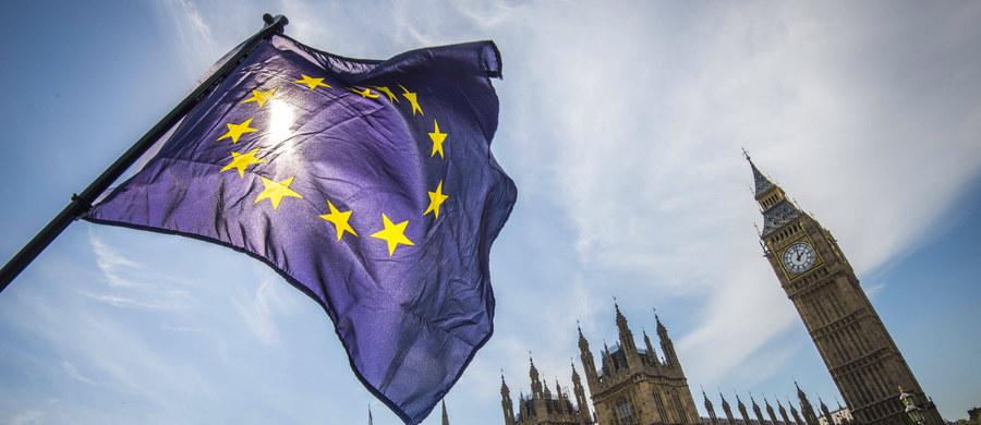 Izba Lordów przyjęła poprawkę do ustawy dającej zgodę premier Wielkiej Brytanii Theresie May na rozpoczęcie rozmów o wyjściu kraju z Unii Europejskiej. Poprawka sugeruje zagwarantowanie praw obywateli Wspólnoty mieszkających w Wielkiej Brytanii. Decyzja nie jest ostateczna.