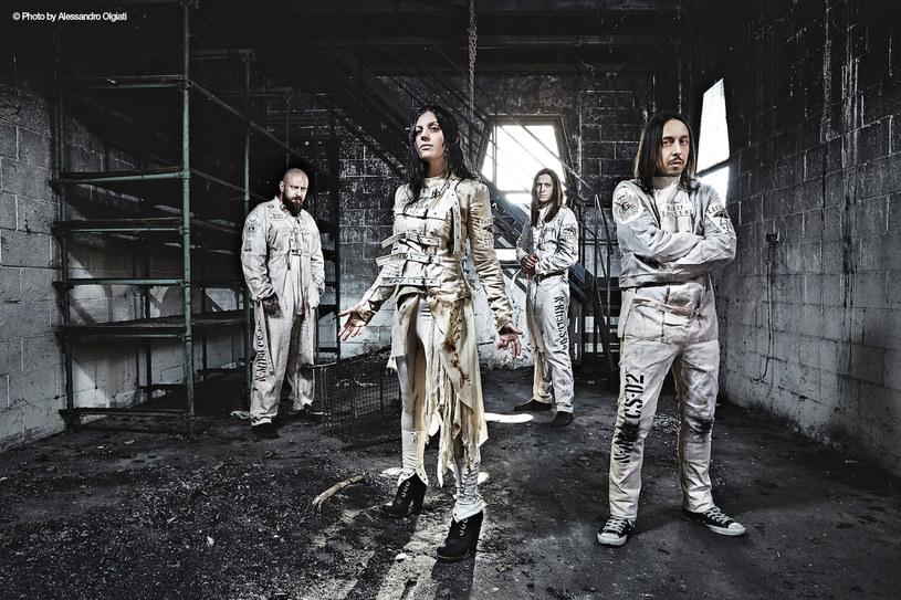 """Włoska grupa Lacuna Coil będzie jedną z gwiazd wrocławskiego Święta Gitary. Metalowa formacja promować będzie album """"Delirium""""."""