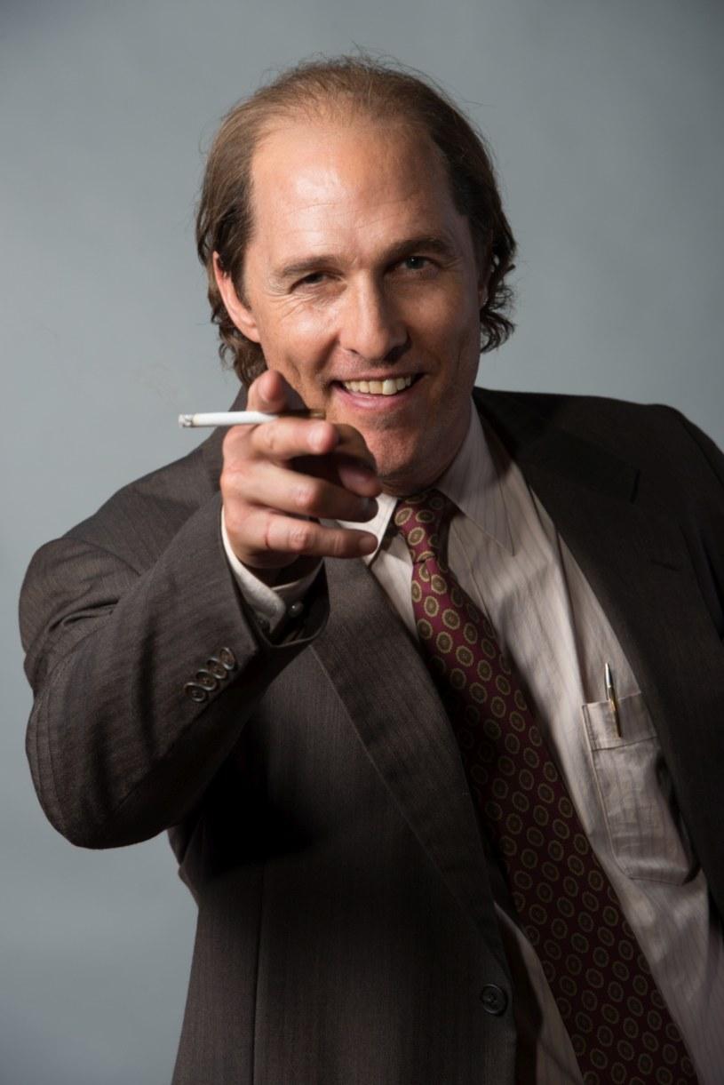 """Matthew McConaughey odchodzi od ról wymuskanych przystojniaków. Najpierw ekstremalnie się odchudził, by zagrać chorego na AIDS w """"Witaj w klubie"""", a ostatnio wyraźnie przybrał na wadze do roli w przygodowym filmie """"Gold"""" Stephena Gaghana."""